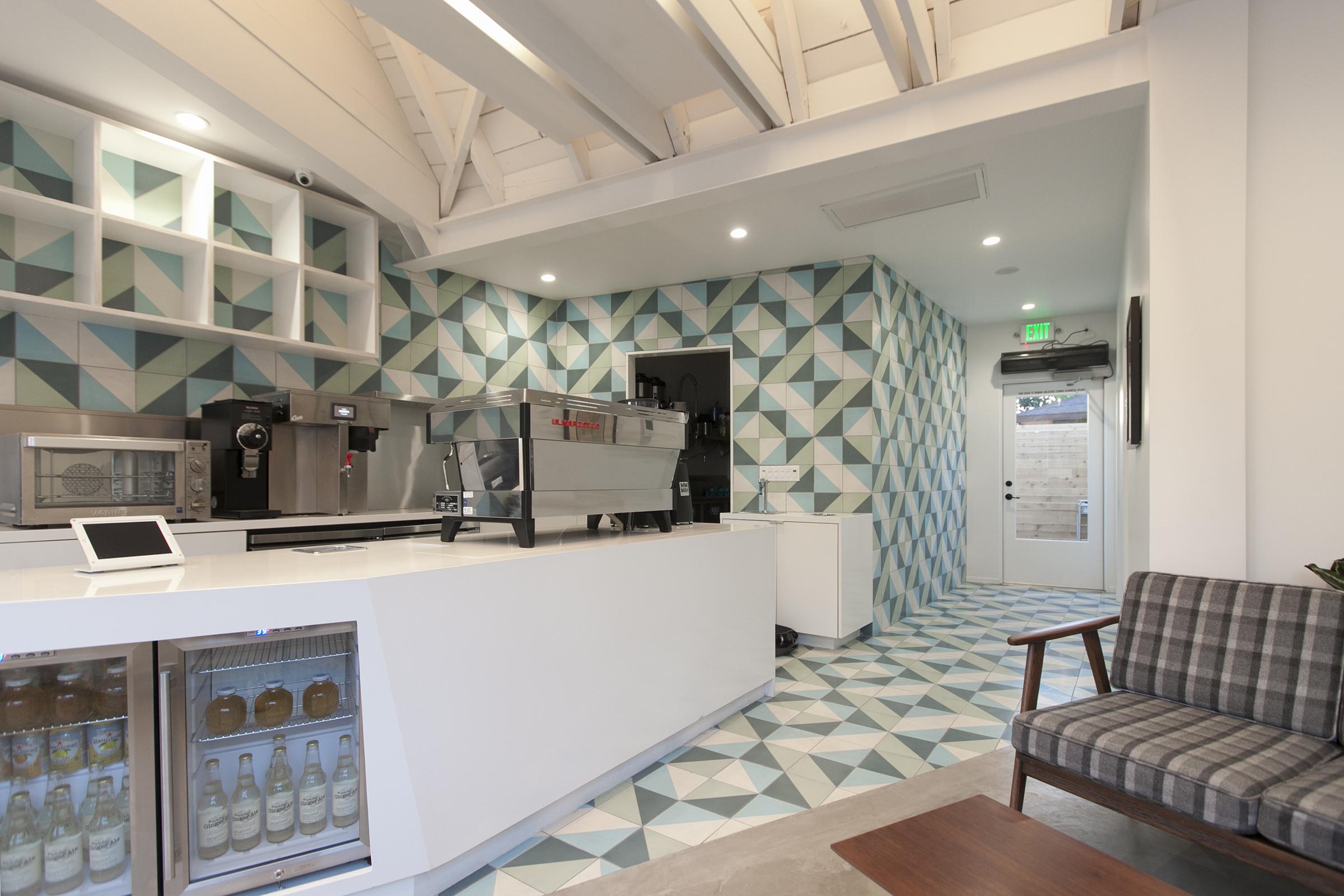 Cafe de Leche Altadena Interior1